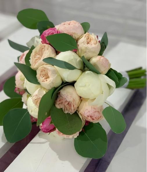 «Букет Невесты №10» — 7 пионов и 5 роз