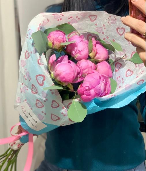«Селфи-валентинка №2» — 7 пионов