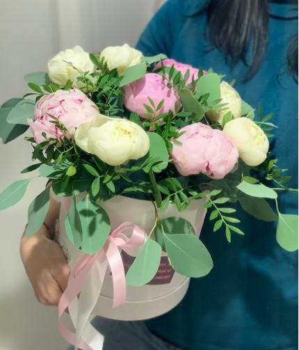 «Селфи-валентинка №4» — 9 пионов